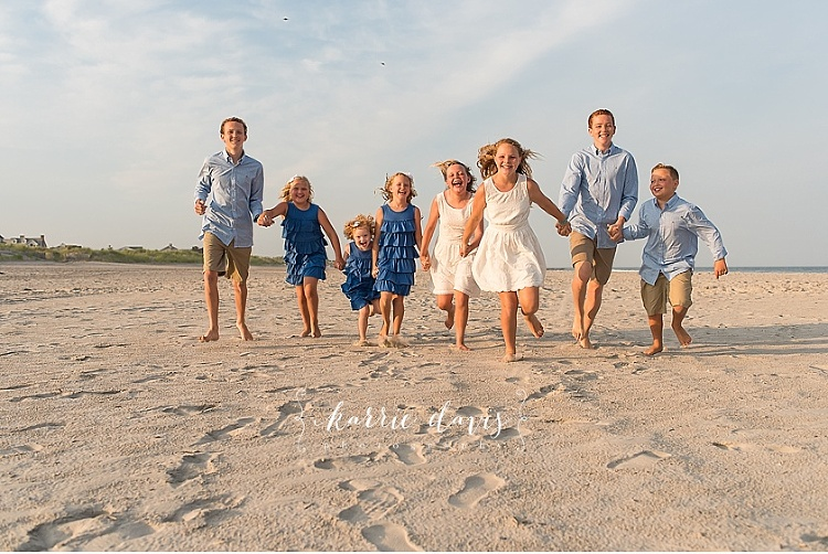 Great photo ideas for posing kids during their Beach Family pictures. Stone Harbor NJ