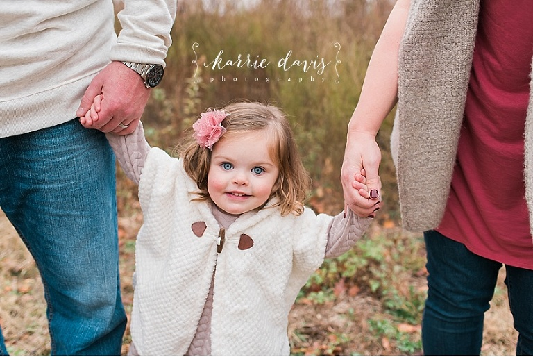 Looking For Ideas On What To Wear Christmas Family Photos Your Little Girl